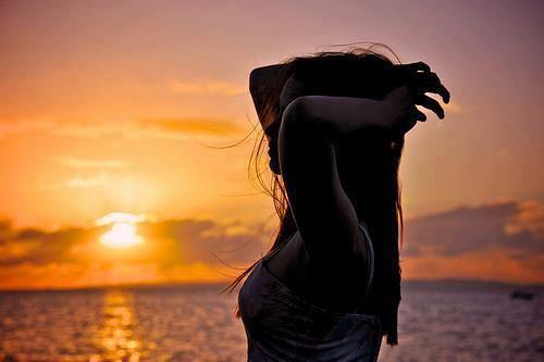 La più grande paura che ci trattiene dal permettere all'amore di fluire nei nostri cuori e nella nostra vita proviene dalla mente. Siamo indotti a credere che sia difficile amare al 100%, che non sia possibile. Ma non è vero. Una volta che sapete come connettervi alla vostra innata capacità di amare, vivrete una vita piena d'amore.     Roy Martina, All You Need is Love  http://www.ilgiardinodeilibri.it/libri/__all_you_need_is_love_roy_martina.php?pn=1880