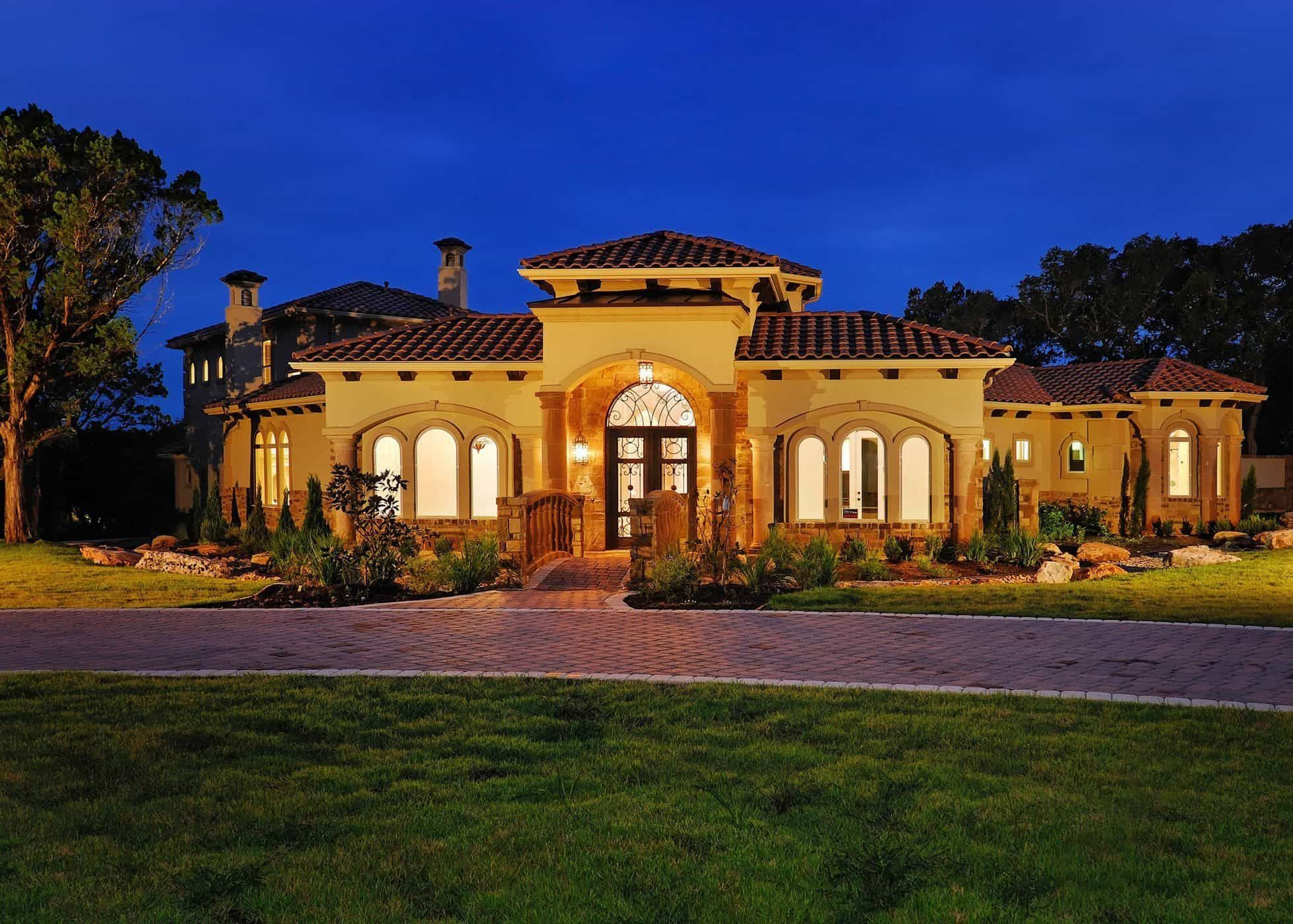 Tuscan House Style With Front Porch Archway in 2018