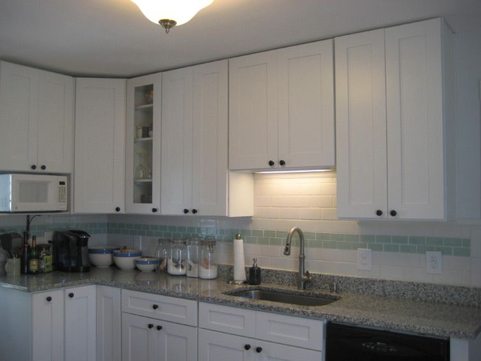Picture Of Ice White Shaker Wall Cabinets Without Crown Molding Kitchen Cabinets Without Crown Molding White Shaker Kitchen Kitchen Cabinet Styles