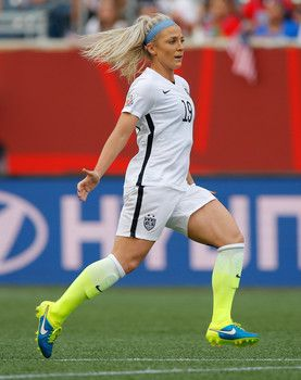 20 Hot Photos Of Team Usa Women Soccer Players In Action At 2015 World Cup Usa Soccer Women Usa Soccer Team Womens Soccer