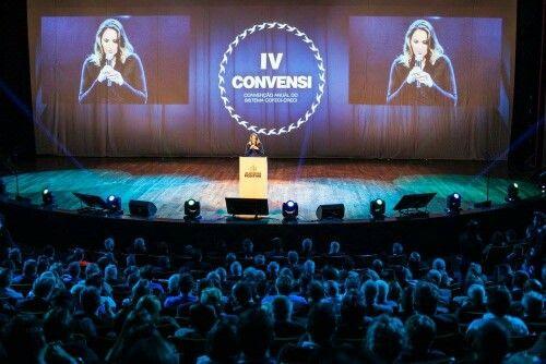 Mestre de cerimônias no congresso do Sistema Cofeci-Creci, no teatro Positivo, em Curitiba.