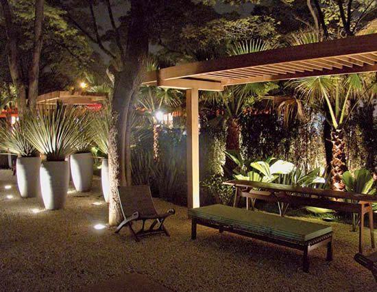 Ilumina o de jardins fundamental observar o uso das for Iluminacao na piscina e perigoso