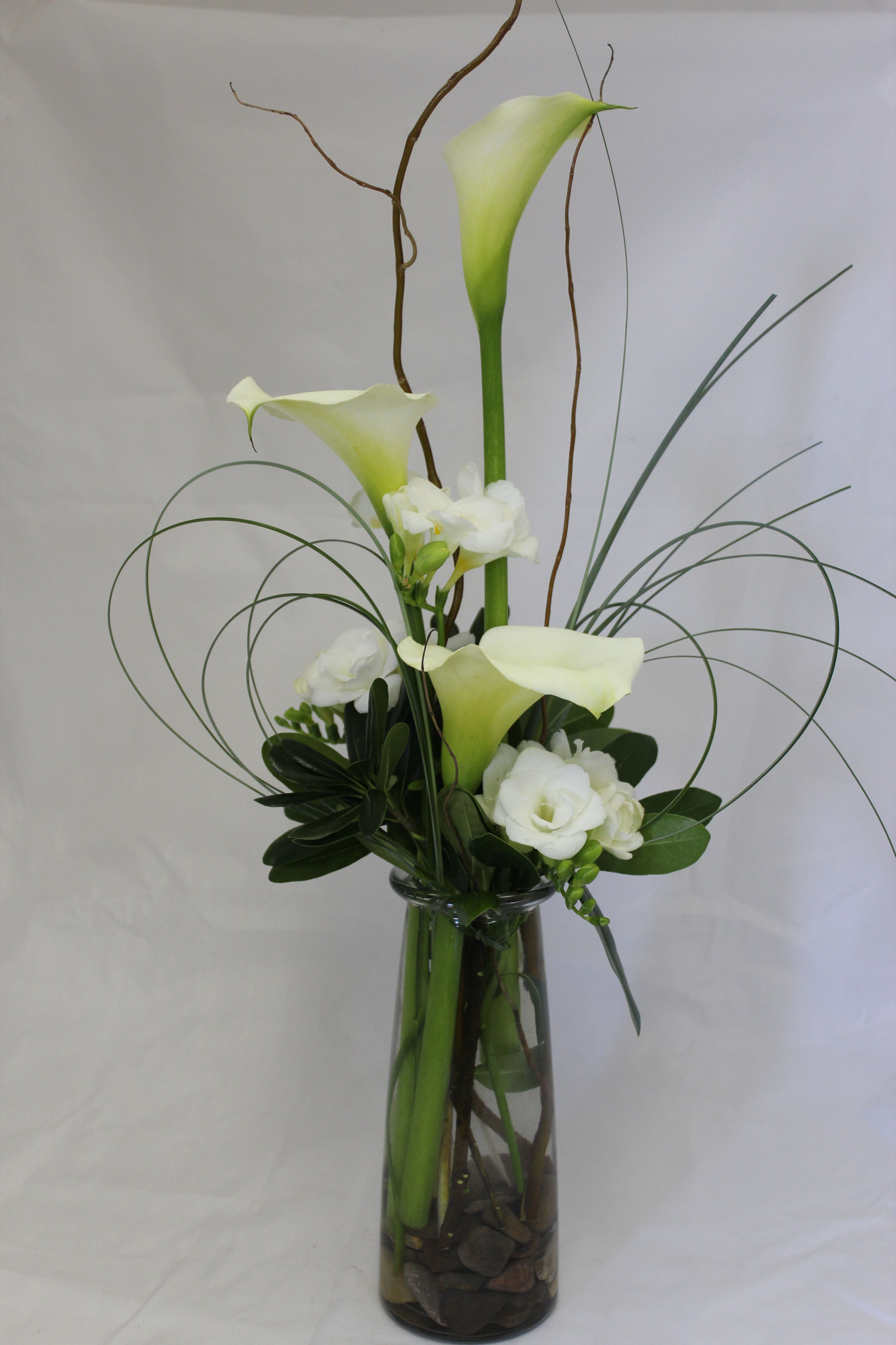 Calla Lilies And Freesia Callalilly Freesia Flowers Design Arte Floral Arreglos Florales Floral