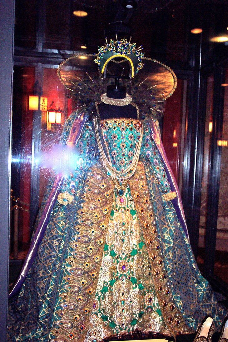 queen elizabeth I gown -I can't believe this is something she wore, so I'm guessing it was a movie costume, but it is nonetheless quite fantastical