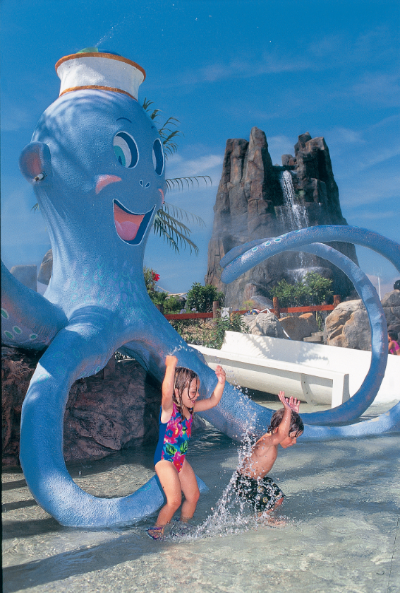Castaway Cove Is A Fun And Large Water Play Area For Kids Sixflags Hurricane Harbor Six Flags Castaway Cove