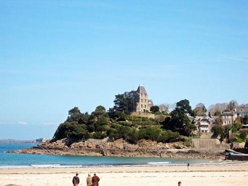 #Dinard #seaside #resort in #Brittany Plage de l'Ecluse and #VillaSaintGermain #beach #sea #architecture #France
