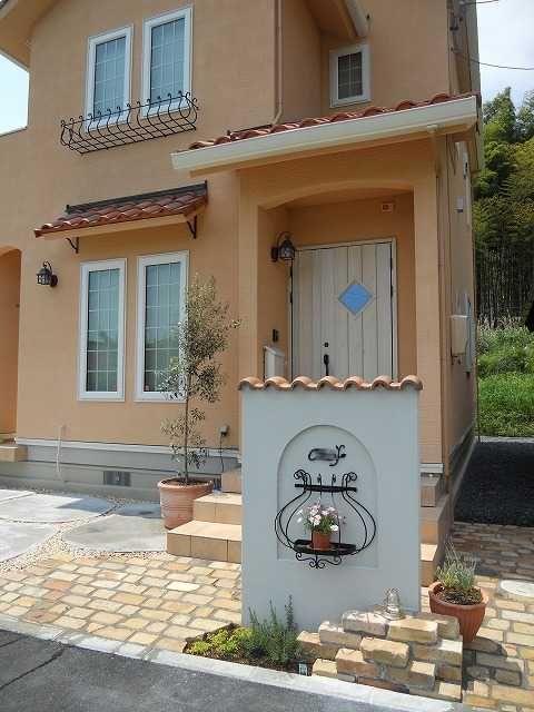 洋風のかわいいお家にかわいいエクステリア コンクリート住宅