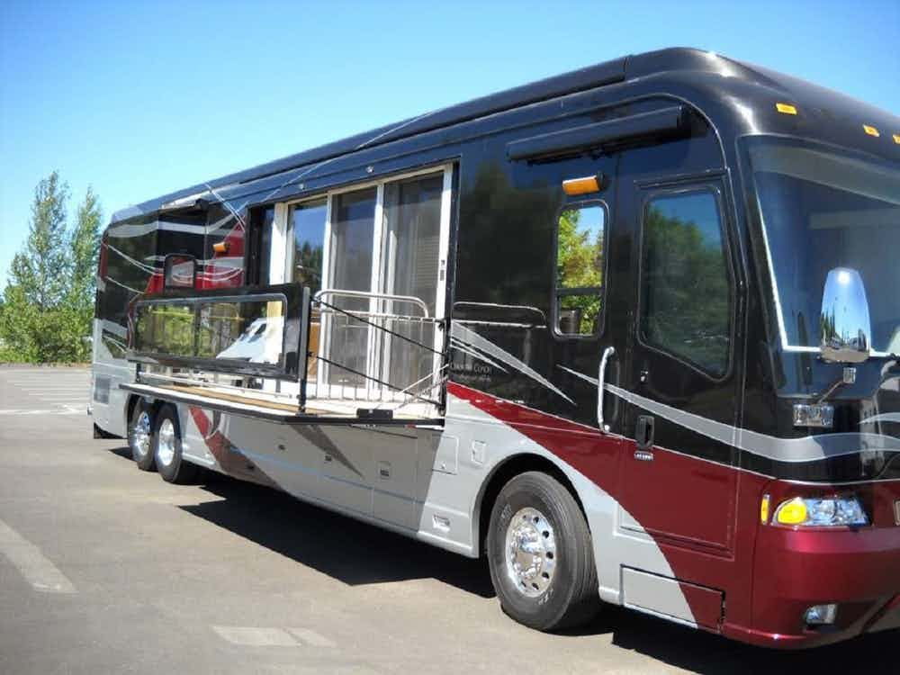 Top 10 Most Expensive Luxury Motorhomes In The World Luxury Rv Luxury Motorhomes Sports Cars Luxury