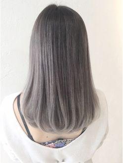 アルバム 渋谷店 Album Album渋谷 森田 ホワイトグレイ Ba7763 美髪 シルバーヘア 短い髪のためのヘアスタイル