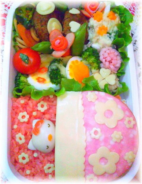 Hello Kitty Bento キャラ弁 キティチャン from http://kitchennote.jp/naconacotch/KtnoteView/?material_no=31