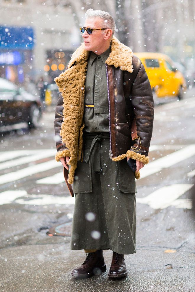 ab713e50112 Уличная мода  Уличный стиль недели мужской моды в Нью-Йорке сезона  осень-зима 2017-2018