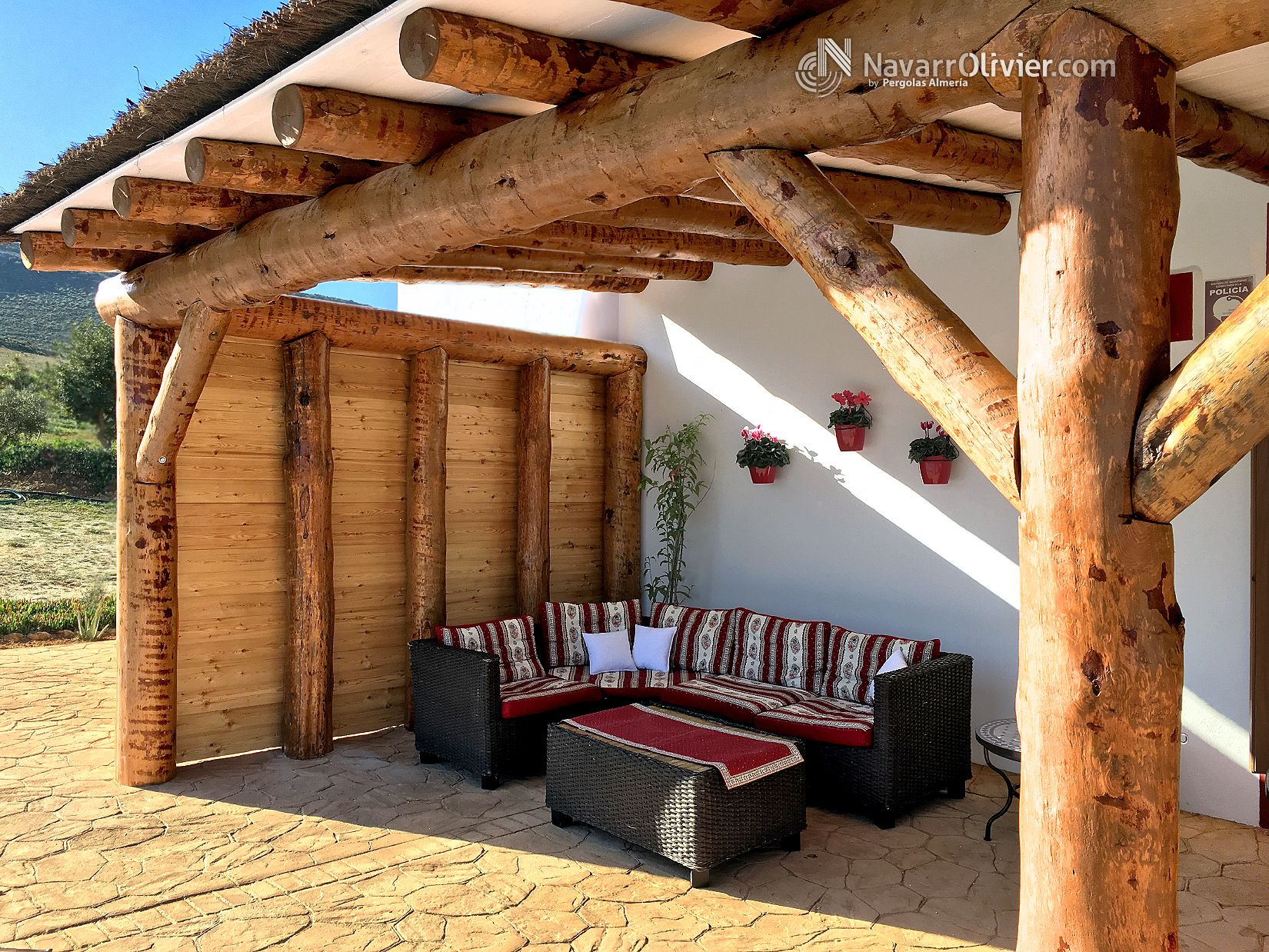 Construcci n natural en pino gallego descortezado tratado - Construccion de pergolas de madera ...