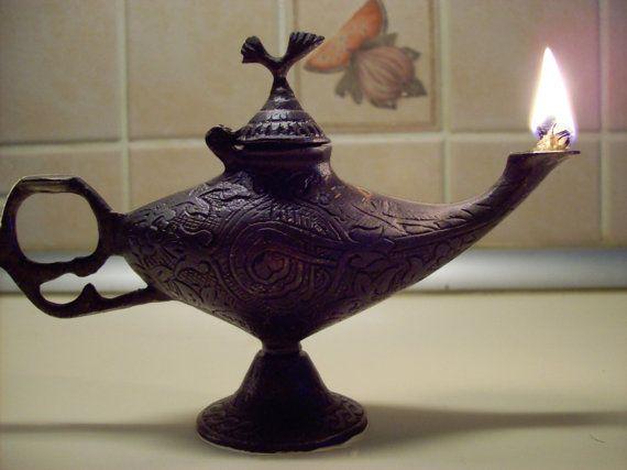 Vintage Aladdin Corinthian Oil Lamp Etsy Oil Lamps Antique Oil Lamps Ancient Oil Lamp