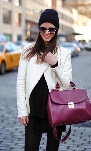 Look: White & Burgundy - Moda it   Moda It  Gorro de Tricot Preto + Óculos P&B + Jaqueta Branca + Bolsa Burgundy