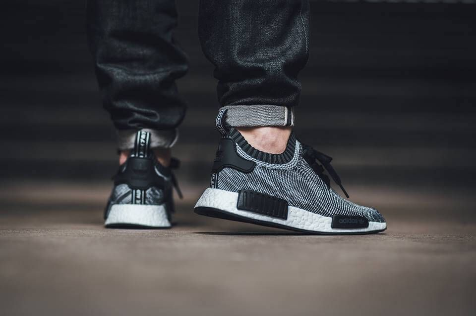 Bb 2884 Men 's adidas Originals NMD R1 Glitch Camo Core Black