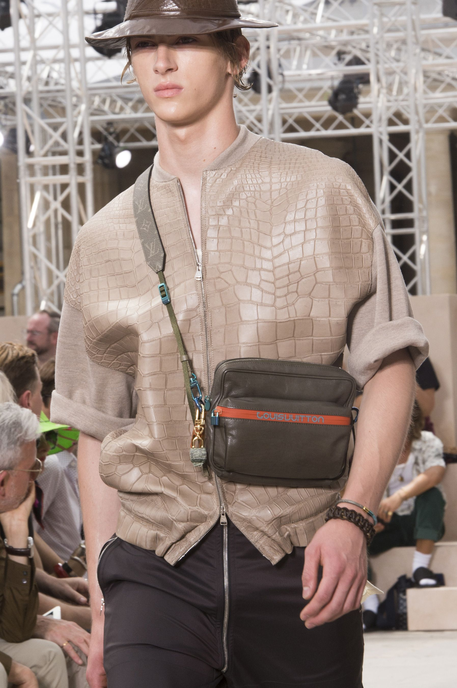 Louis Vuitton Spring 2018 Men s Fashion Show Details  cc05080320182