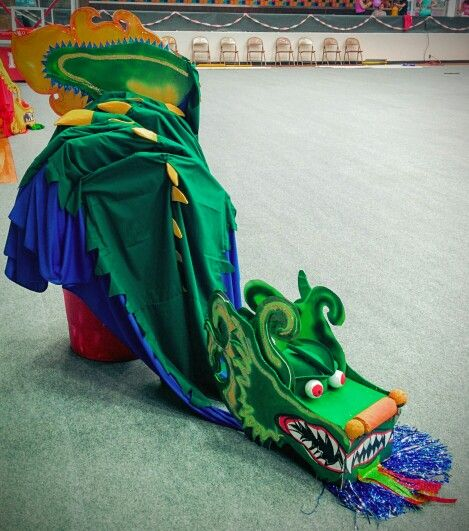 Diy chinese dragon made of cardboard fabric and pvc by for Dragon fabric kids