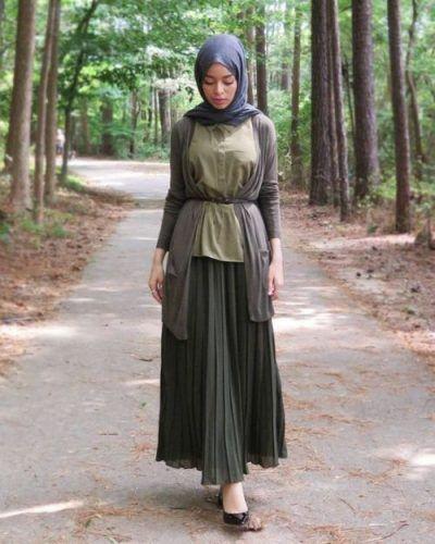 52b8c1b945 pleated maxi skirt hijab outfit- Hijab lookbook ideas  http   www.justtrendygirls