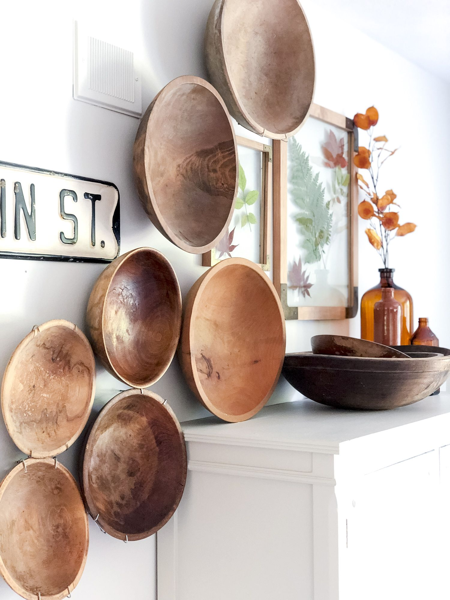 Displaying Vintage Wooden Bowls as Art #woodenwalldecor