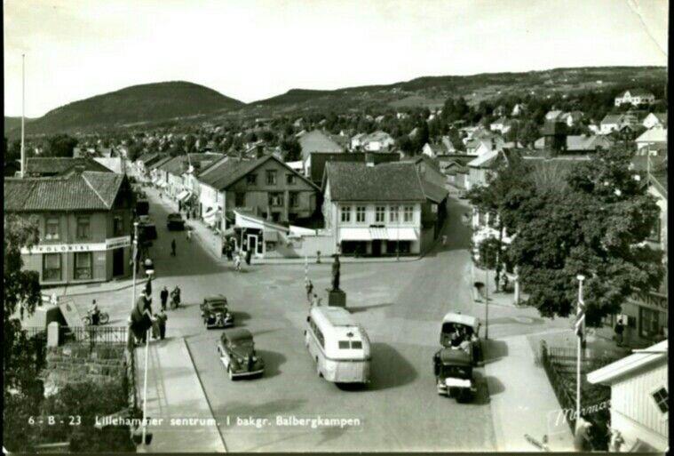 Oppland fylke Lillhammer sentrum i bakgrunnen Balbergkampen 1940-tallet Utg Normann