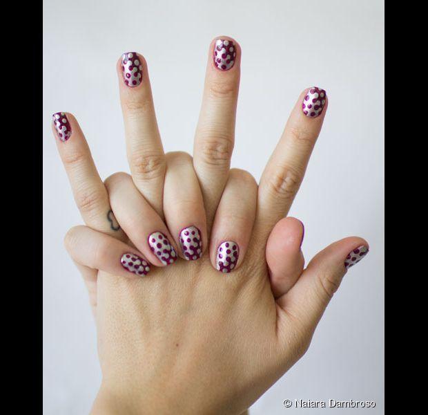 Nail art dominó: aprenda a fazer uma decoração divertida nas unhas com cores invernais