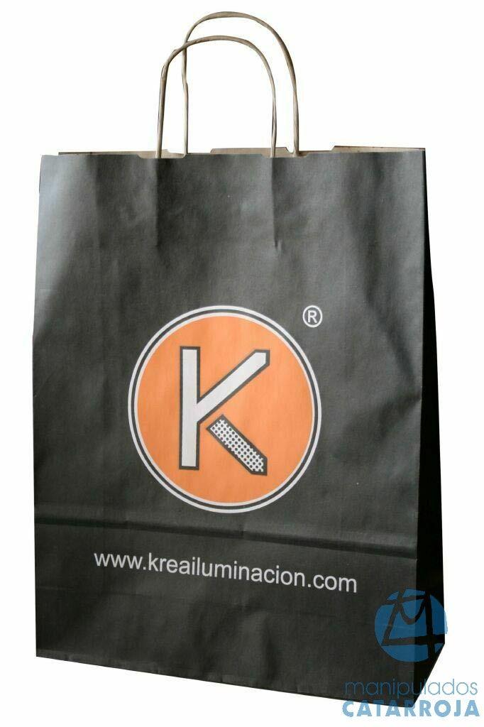 Bolsas de papel con impresión y asas de cartón.