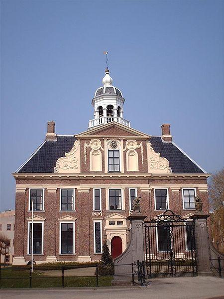 File:Crackstate Gemeentehuis Heerenveen.JPG