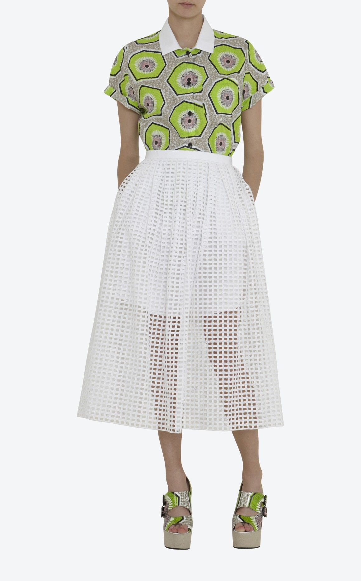 Jupe blanche en broderie ajourée doublée en liquette de coton blanc, poches  fendues, zip milieu dos invisible Carven 8111df764e06