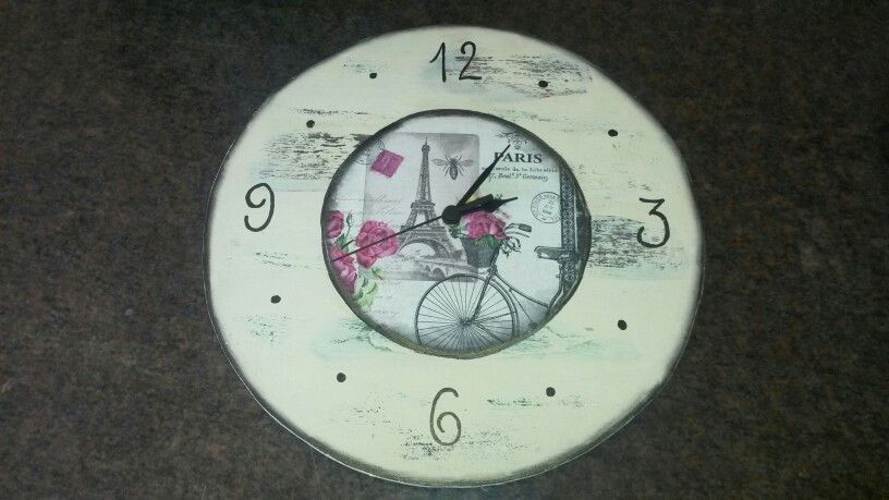 Reloj vintage técnica mixta decoupage decapado.