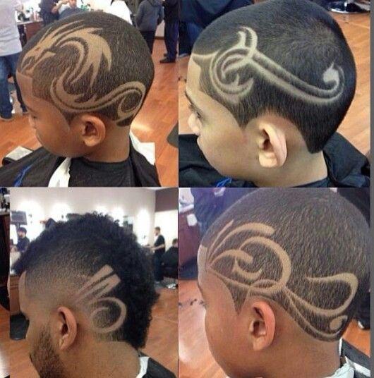 Dessins de tatouage pour les coupes de cheveux des hommes