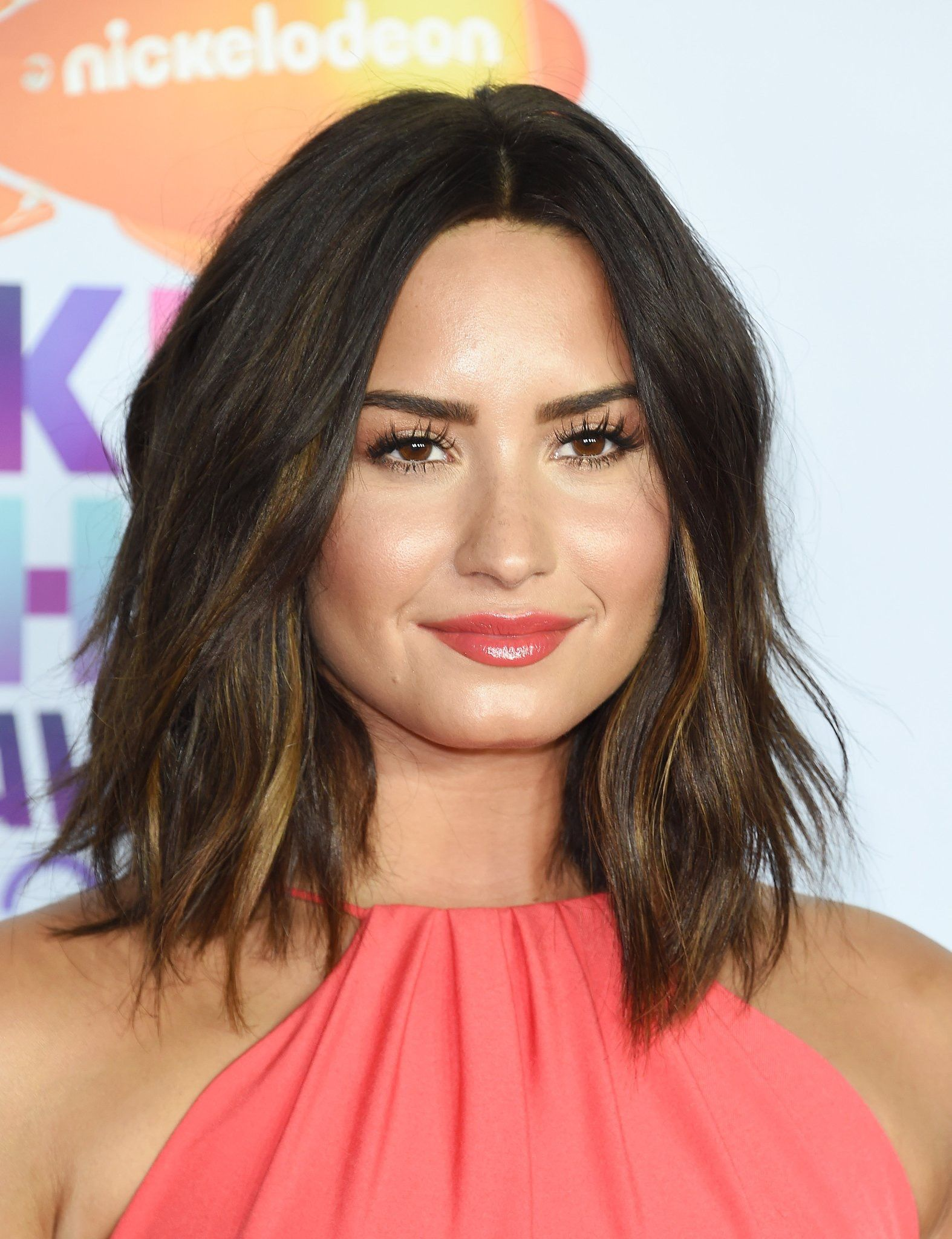 Pin By Dorthy Saleh On Kcas Demi Lovato Hair Lob Haircut Thick Hair Medium Hair Styles