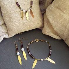 Parure augustine - agates blanches translucides, sequins dorés brillants, perles de verre violettes