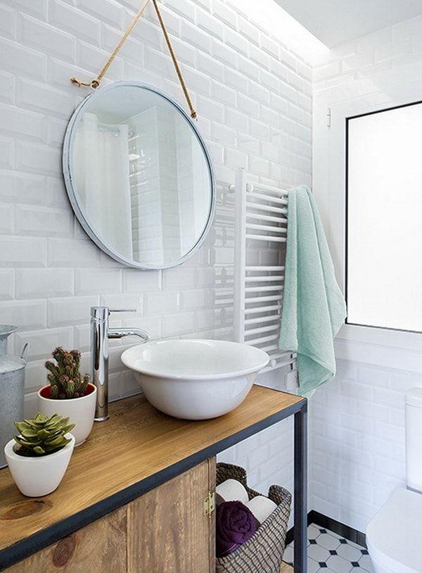 Una casa con estilo n rdico y mediterr neo ba os - Espejos redondos para banos ...