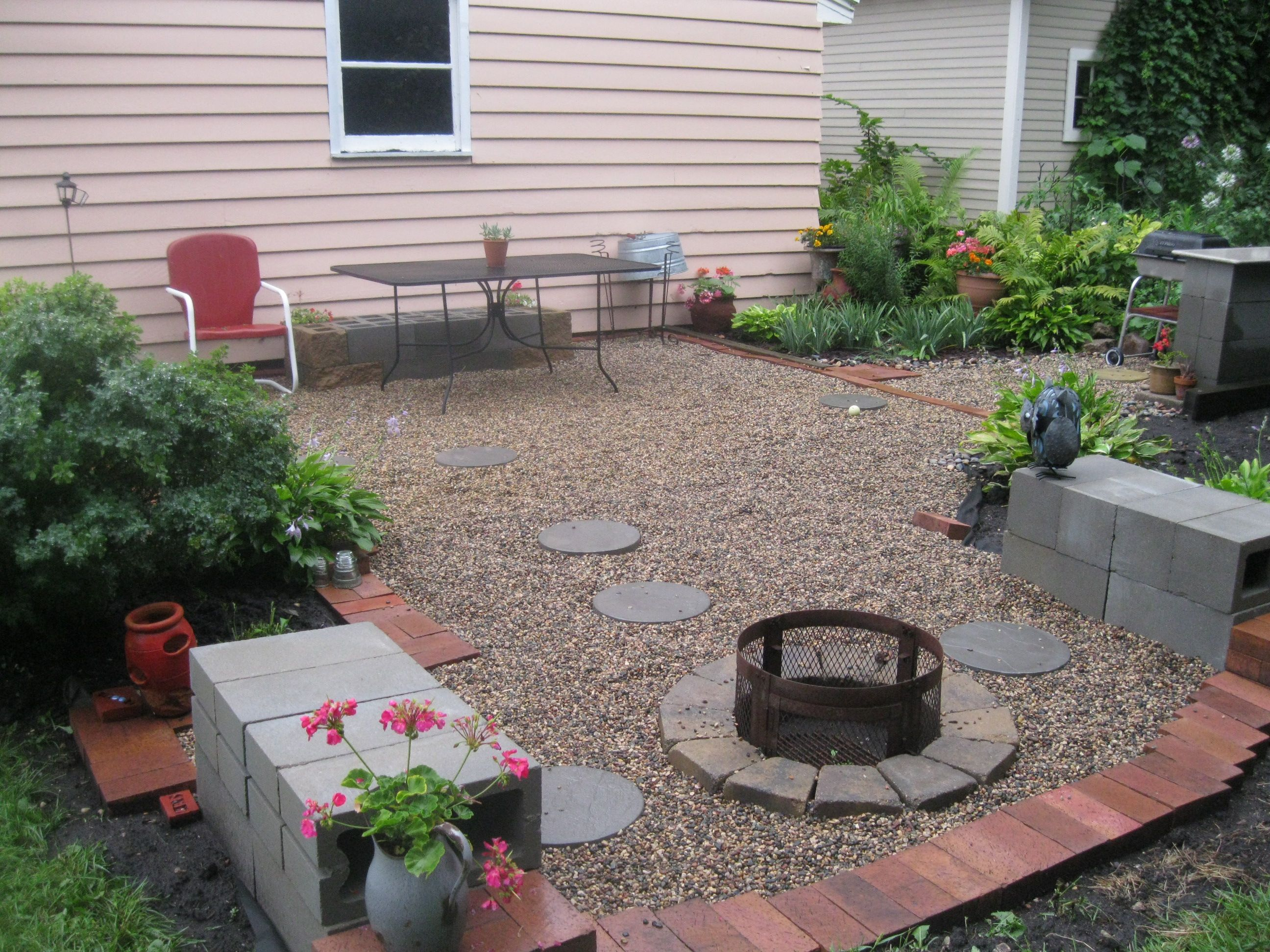 Pea gravel cinder block patio fire pit around the house for Gravel around fire pit