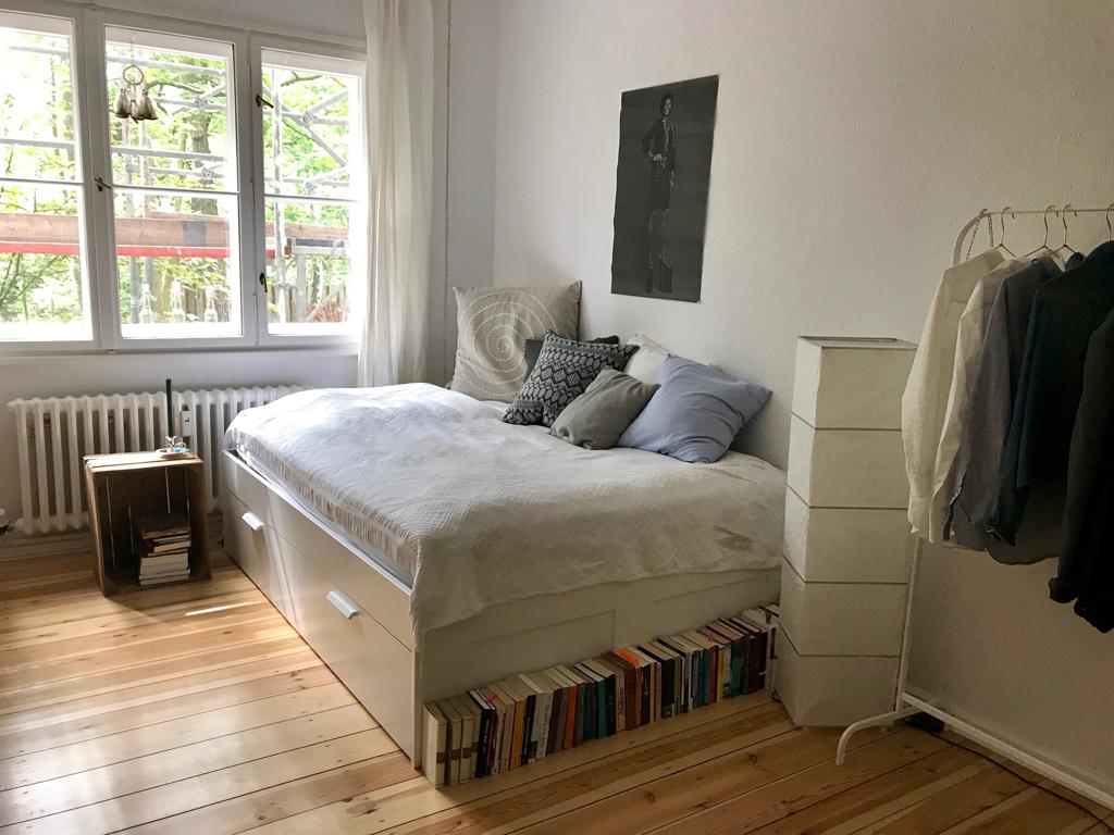 Dieses Helle Und Super Schone Wg Zimmer Konnte Fur Ein Halbes Jahr Deins Sein Es Befindet Sich In Berlin Und Zur Verfugung Mit Bildern Wohnung Zimmer 2 Zimmer Wohnung