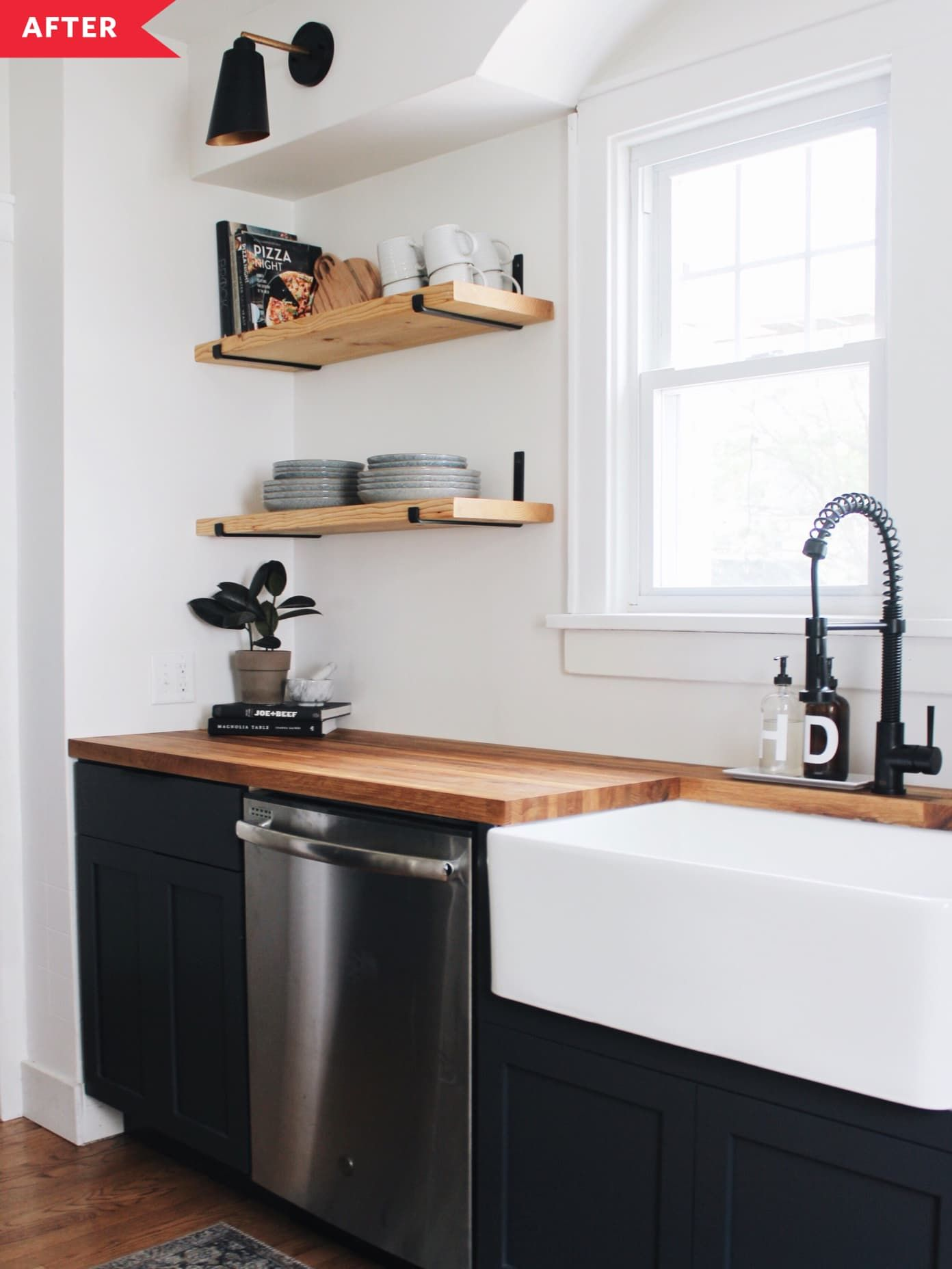 21 Dramatic Black Kitchen Cabinets Ideas For Any Home S Style In 2020 Black Kitchens Black Kitchen Cabinets Beige Cabinets