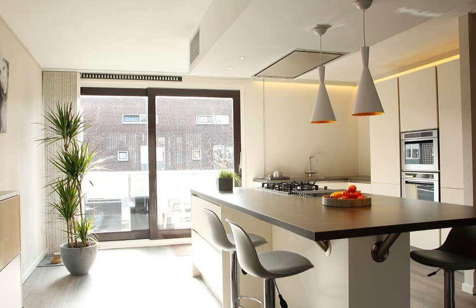Studio kustlijn architecten transformatie woonkamer den haag. keuken