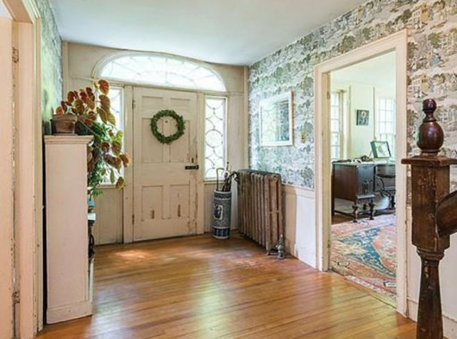 Peek into this 1770 farmhouse and fall in love with its traditional country design