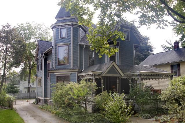 1895 Queen Anne Kalamazoo Michigan 240 000 Old House Dreams Victorian Homes Old Houses