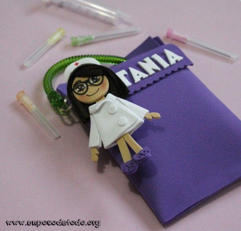 b98d5106feb www.unpocodetodo.org - Salvabolsillos personalizado para enfermeras -  Broches - Otros - Goma eva - crafts - enfermera - foami - foamy -  manualidades - nurse ...