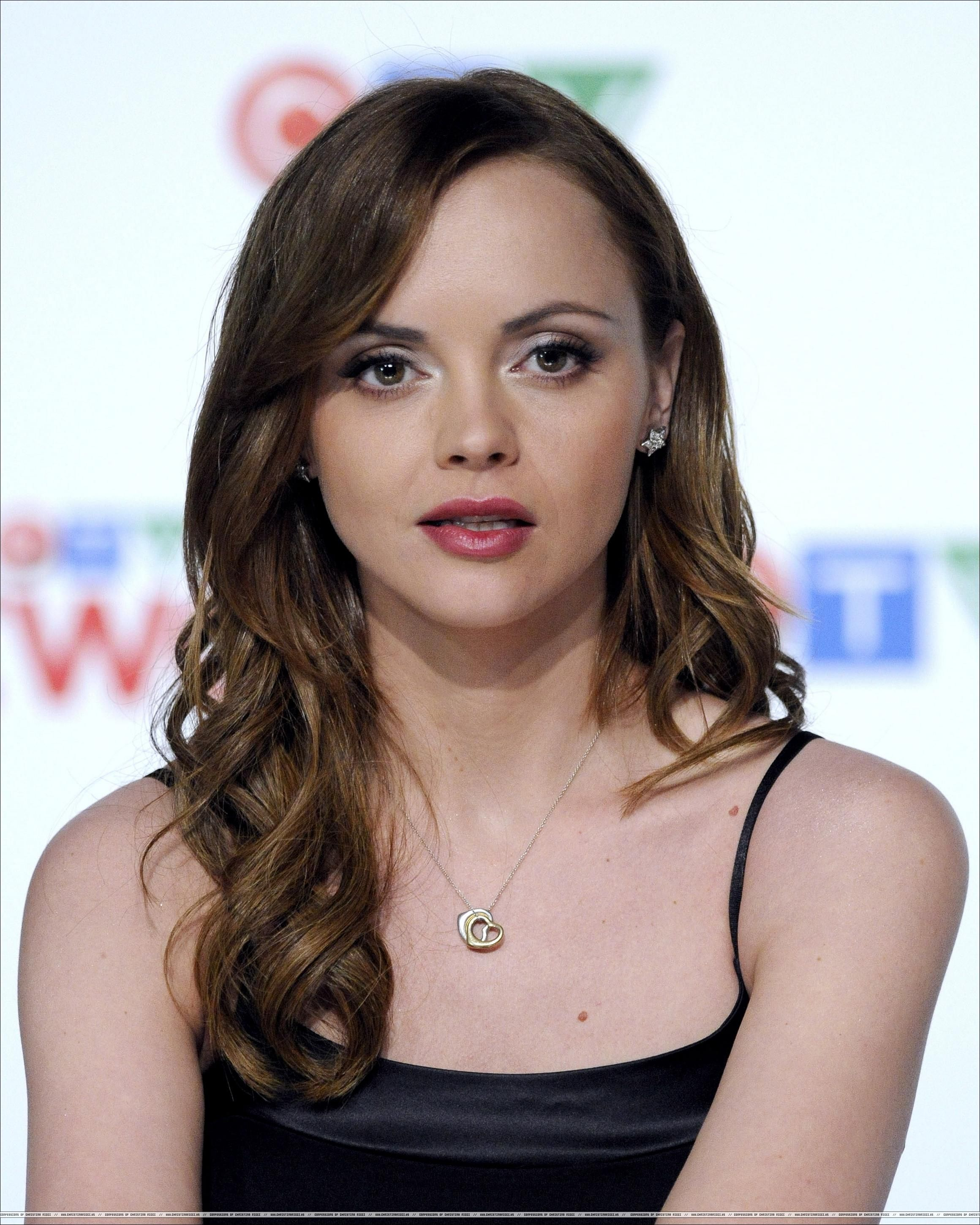 UNITE video with actress Christina Ricci showing how her stylist ...