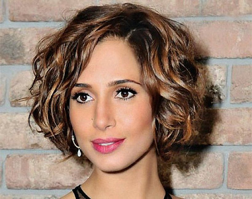 Short Bob Hairstyles For Thick Coarse Wavy Hair With Brown Highlight Jpg 818 645 Pixels Thick Hair Styles Short Wavy Hair Short Wavy Hairstyles For Women