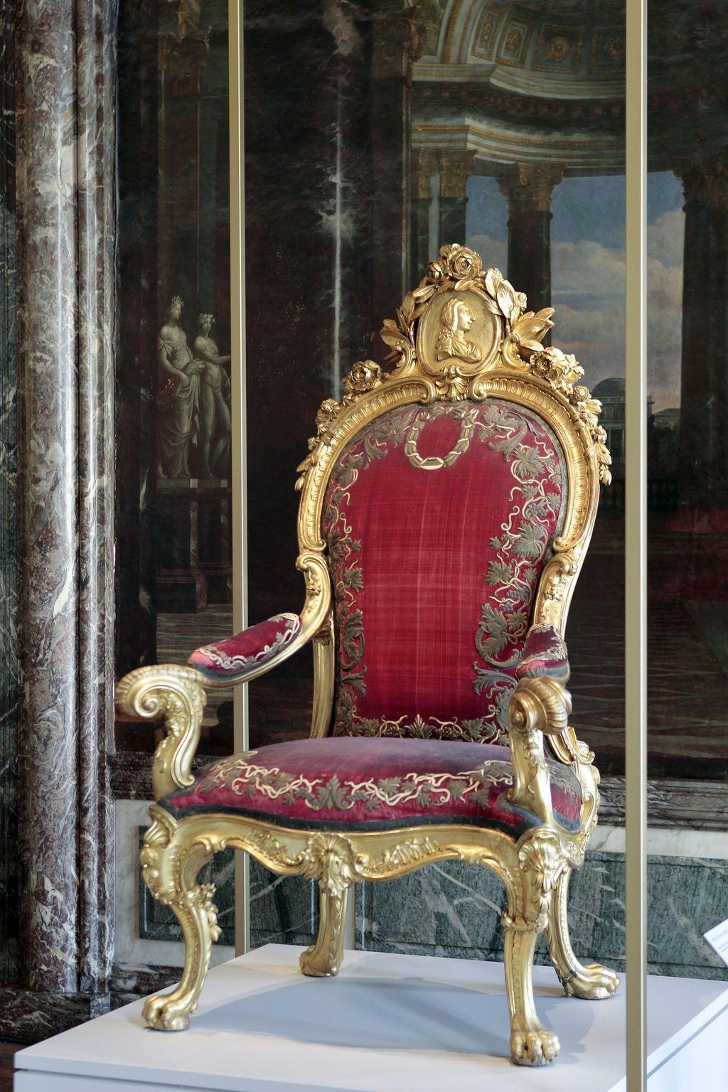 Les Tresors Du Chateau De Versailles France 5 Les Secrets D Salon Del Trono Muebles Finos Muebles