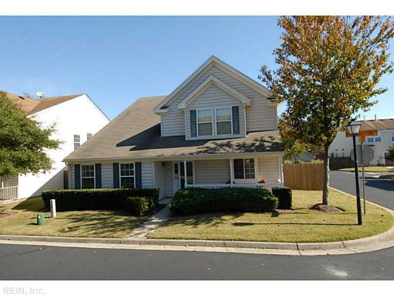 Houses For Sale At 1305 Duchess Of York Quay Chesapeake Va 23320 Mls 1447342 Realestate Hamptonroads Com Duchess Of York Outdoor Decor Real Estate