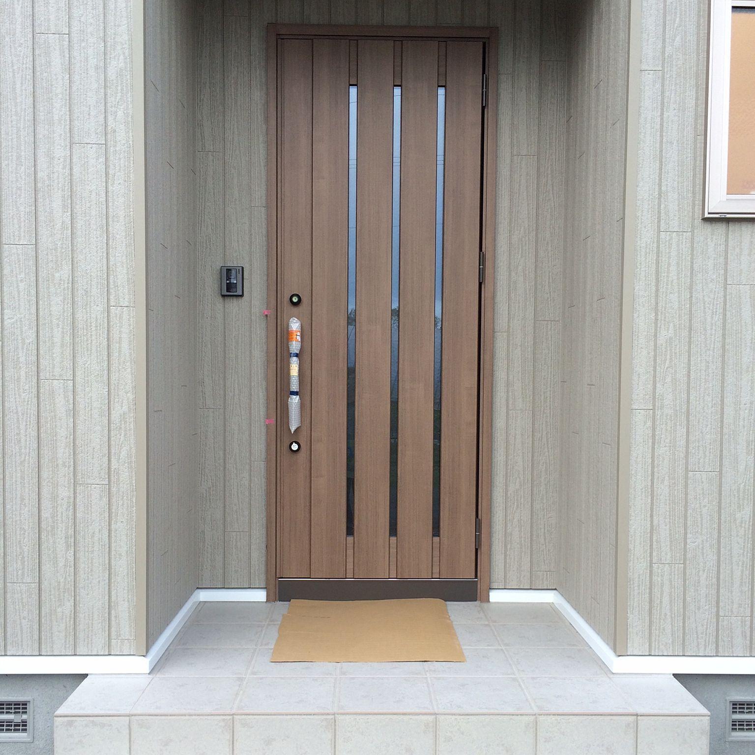 玄関 入り口 チェスナット リクシルの玄関ドア マイホーム記録のインテリア実例 2016 09 20 21 23 54 Roomclip ルームクリップ 玄関ドア 現代的な玄関ドア 玄関ドア リクシル