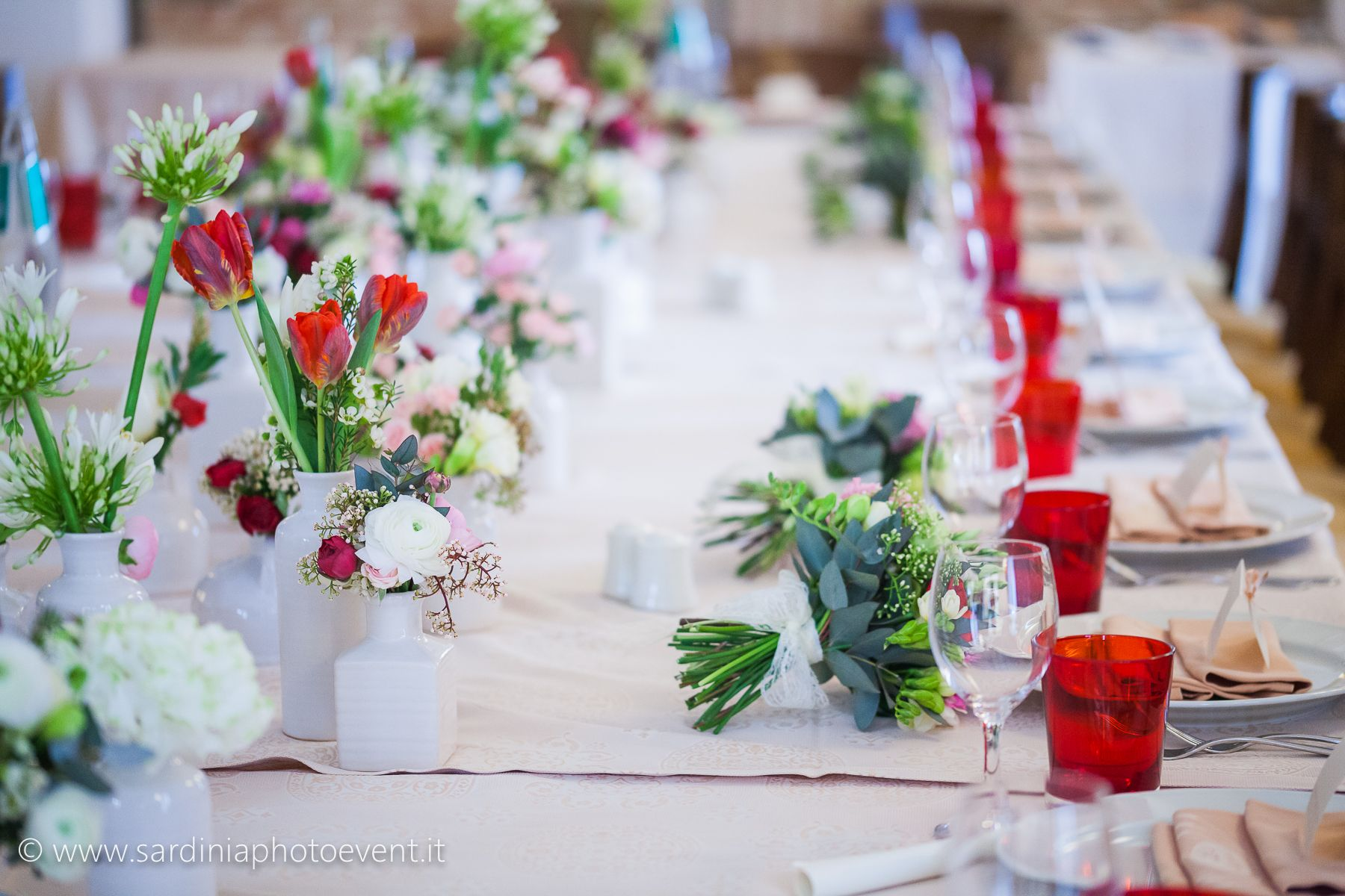 #Isposas #wedding #luxurywedding #destinationwedding #specialevents #weddingimperialtable #luxuryflowers #sardinia #love #matrimonio #welovewhatwedo #sardiniaphotoevent #weddingphotography #bouquet #weddingflowers #macaron #confetti #papadolceamaro #professionalitàepassione #partyfavors #bomboniere #sumarmuri #ogliastra #bride #groom #arbatasar