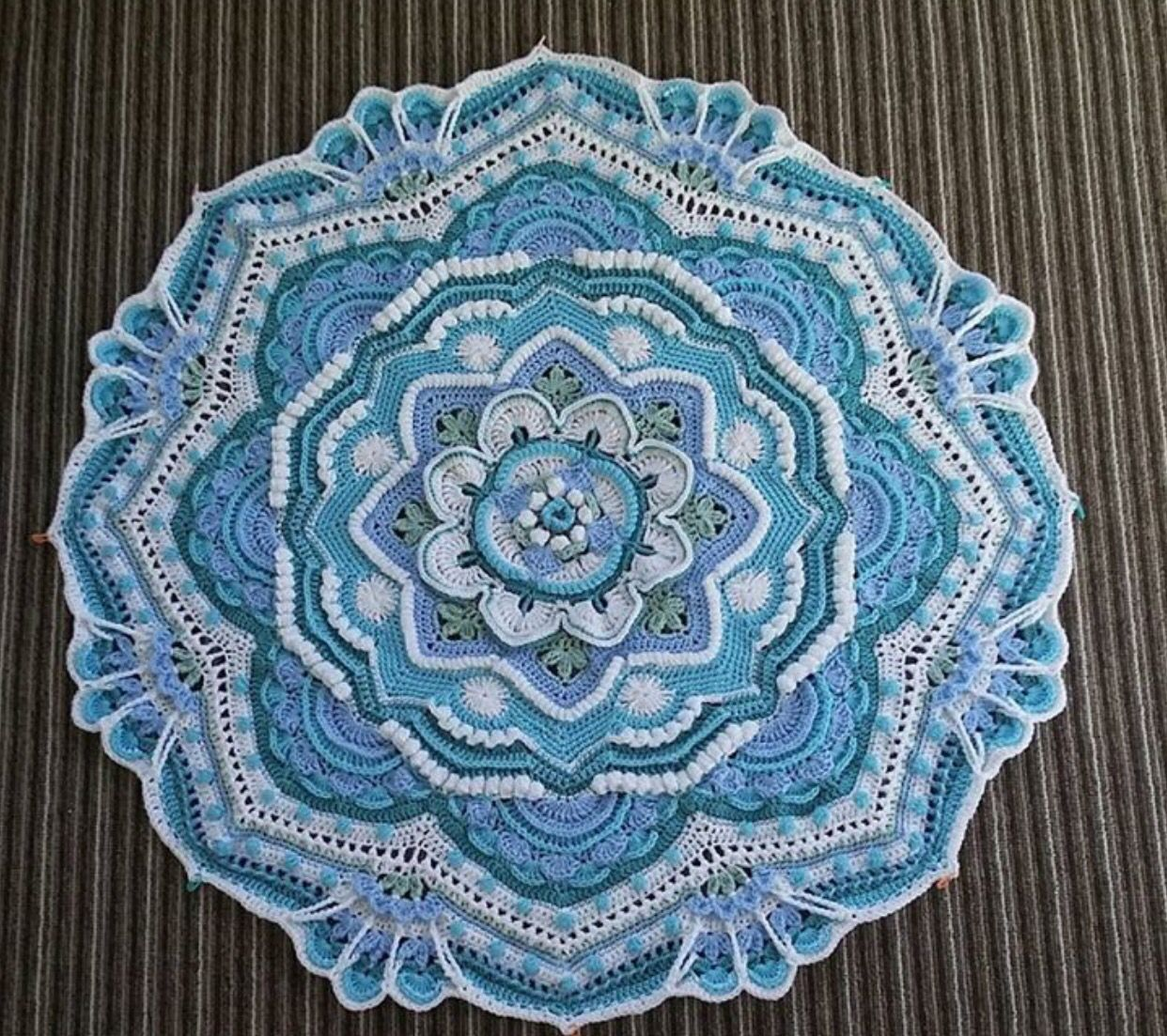 Pin de Good Fiber Yarns en Mandalas | Pinterest | Mandalas