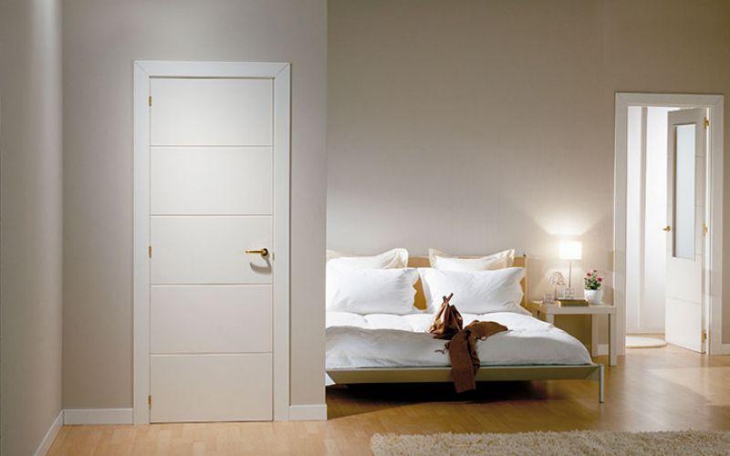 Puerta blanca y gris buscar con google puerta blancas for Paredes grises y puertas blancas