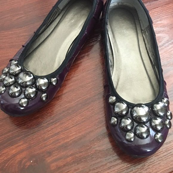 Wanted purple flats with metal details Wanted purple flats with silver metal circle details on front in size 6. In good condition. Wanted Shoes Flats & Loafers