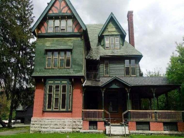 1884 Shingle Victorian Auburn Ny Auction On Old House Dreams This Three Story Multi Family Residenc Victorian Homes Exterior Victorian Homes Old Houses